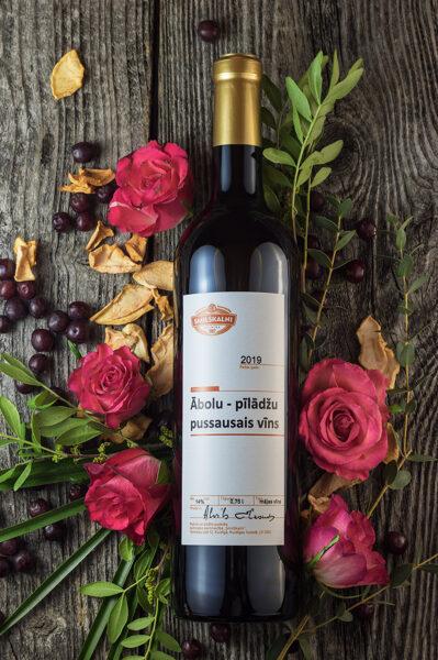 Ābolu - pīlādžu pussausais vīns