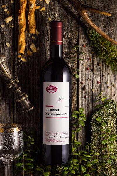 Brūkleņu pussausais  vīns